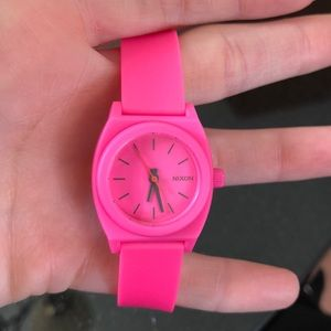 Nixon Time Seller size small